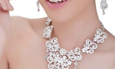 Zarcillos y gargantillas, accesorios de 15 años
