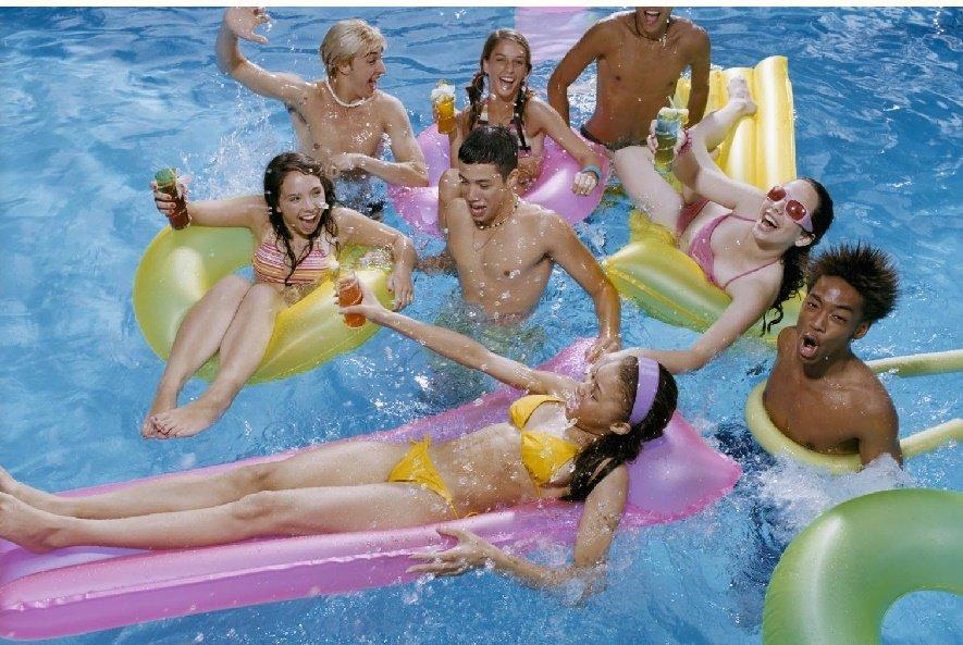 Celebración de 15 años en la piscina